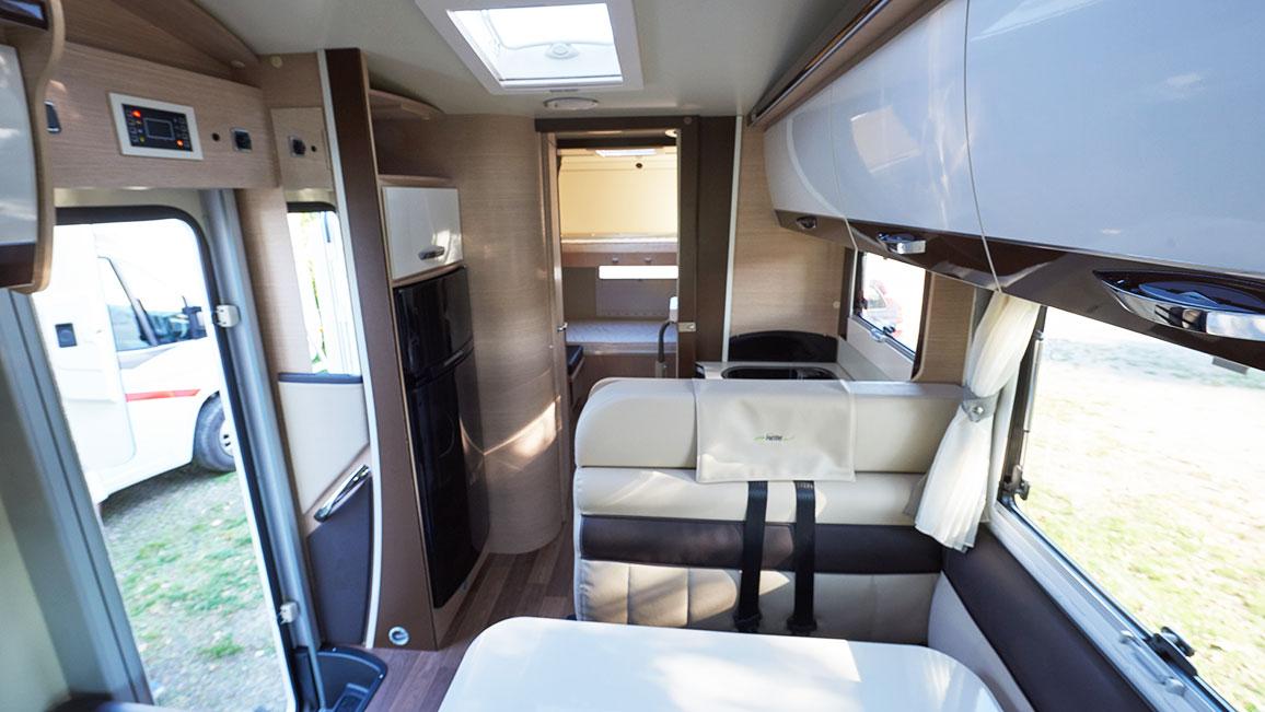 wohnmobil fiat ducato innen fiat ducato wohnmobil adria. Black Bedroom Furniture Sets. Home Design Ideas