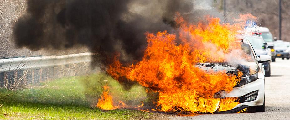 Brandstiftung Am Auto Wer Haftet Adac