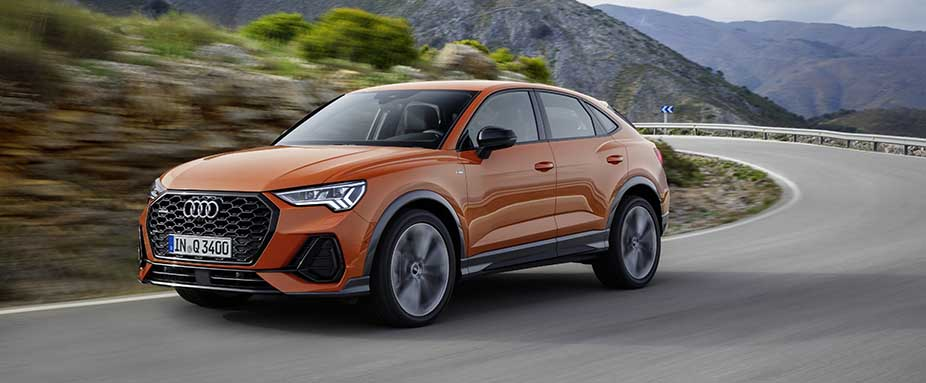 Audi Q3 Sportback in Orange fahrend