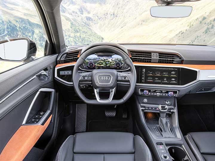 audi q3 cockpit unter dem touchscreen befindet sich eine klassische klima bedieneinheit