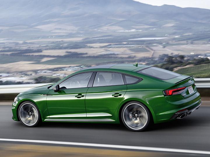 Audi Rs5 Und Mercedes C63 Amg Motor Preis Vergleich Adac