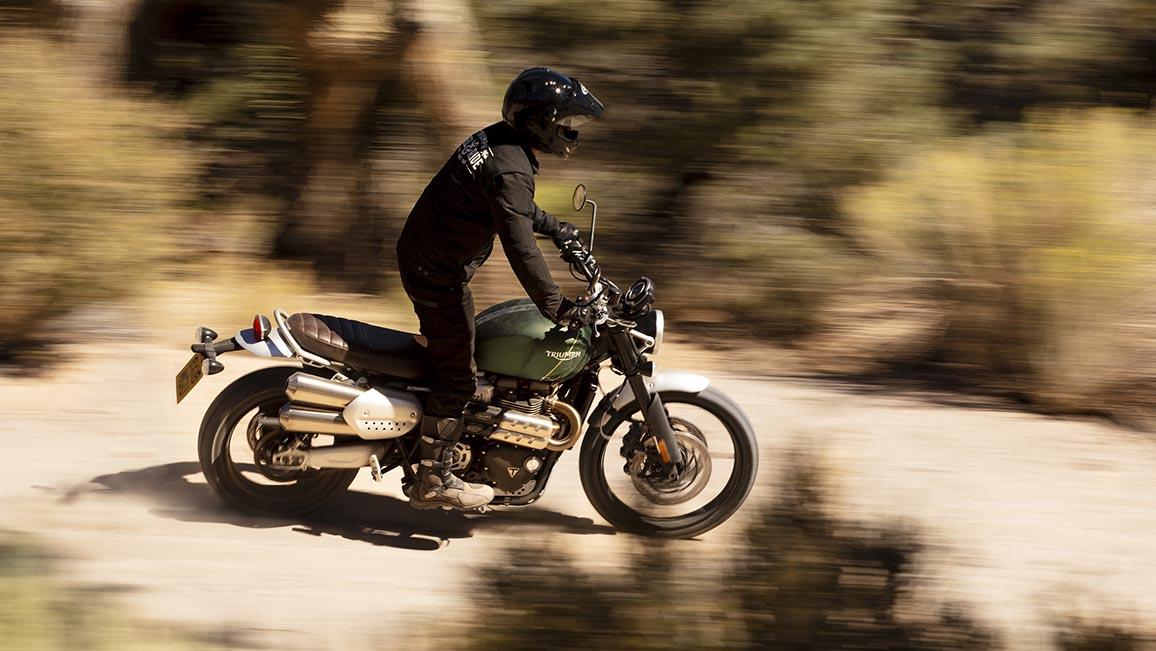 Nackt moped fahren